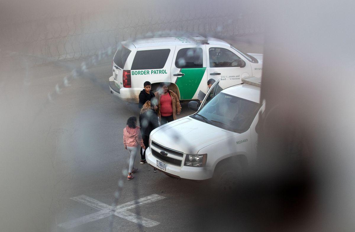 ICE podrá encerrar a cientos de niños y padres inmigrantes más