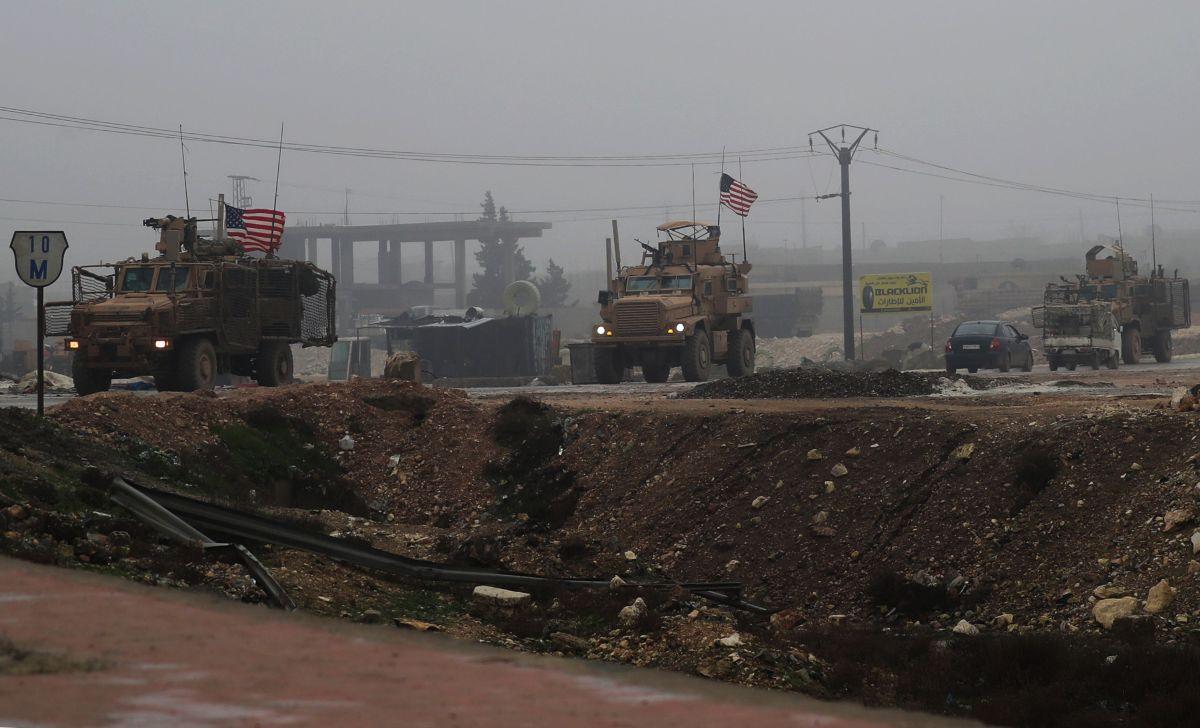 Una foto tomada el 30 de diciembre de 2018 muestra vehículos militares de EEUU en la ciudad Manbij en Siria.