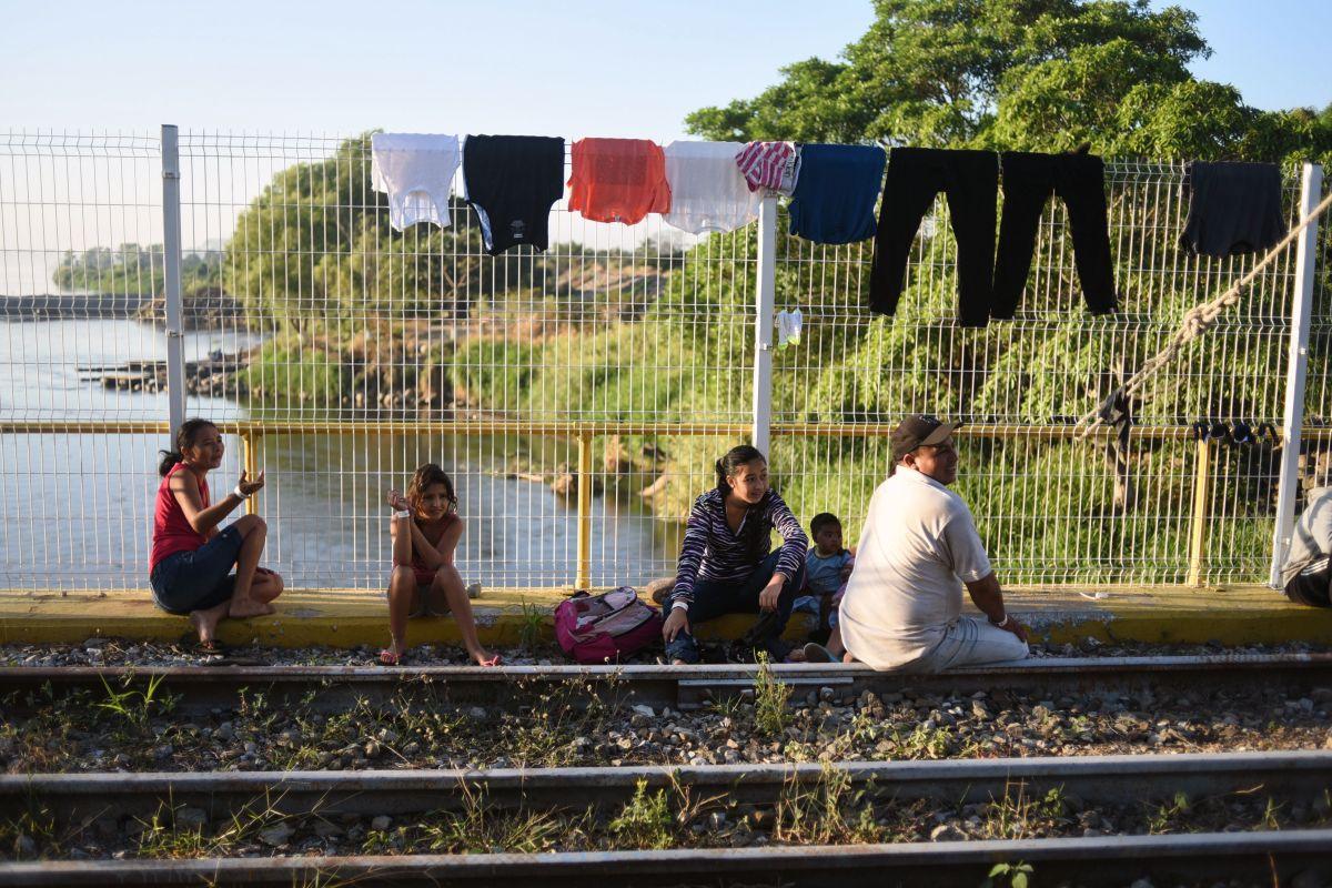 Más de 2.000 inmigrantes de la caravana cruzan México sin solicitar asilo