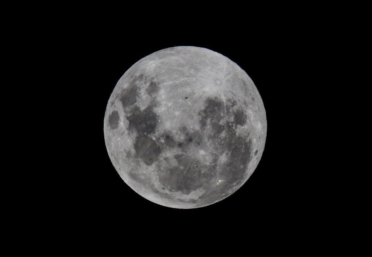 """¿Puede tener la Luna un """"dueño""""?"""