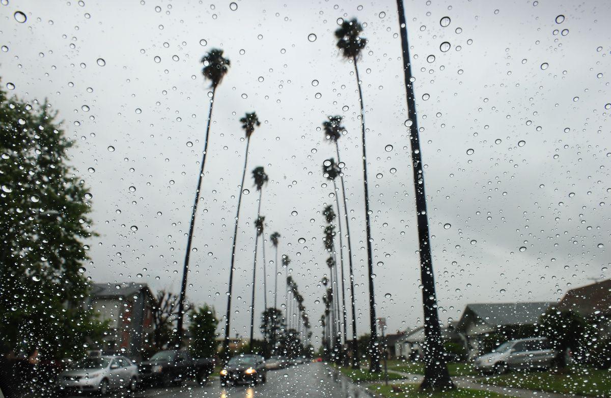 Se recomienda prepararse para la lluvia en el sur de California.
