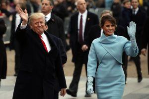 """Escándalo por """"terrorífica"""" estatua de Melania Trump en su país de origen. """"Es una pitufina"""""""