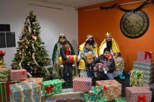 Los Reyes Magos llegan al Consulado de México en LA