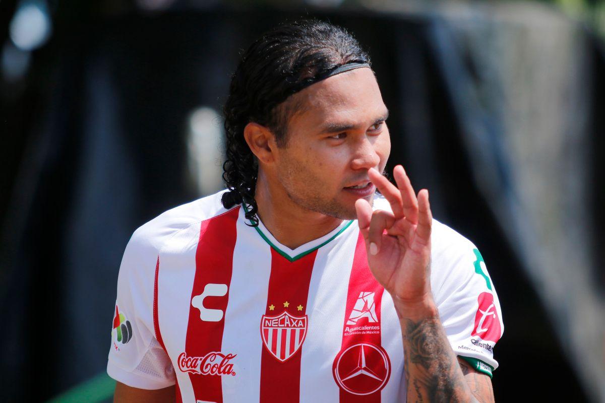 """El futbolista mexicano Carlos """"Gullit"""" Peña no se arrepiente de su alcoholismo"""