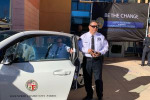 'Policías' civiles entran en acción en la estación Mission del LAPD