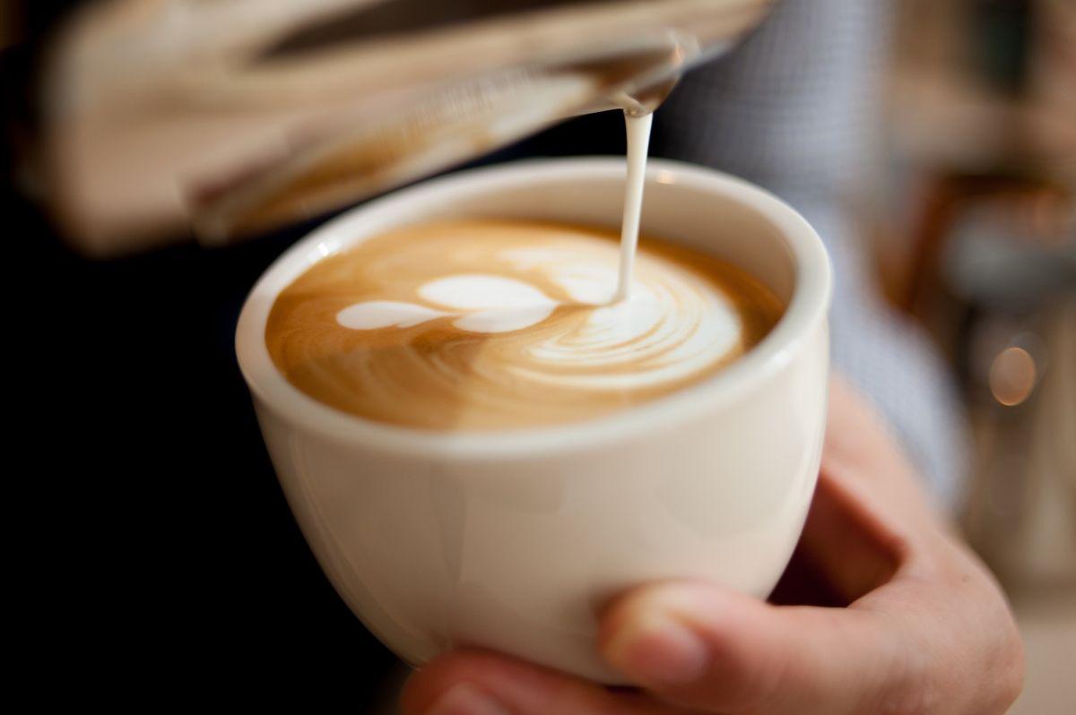 Tras una discusión con su jefa se vengó poniendo semen en su café durante 4 años