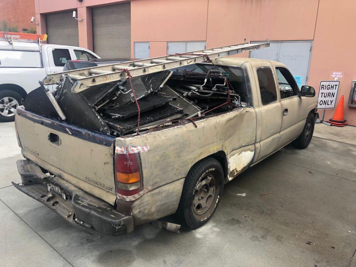 Camioneta con los radiadores. (Policía de Glendale)