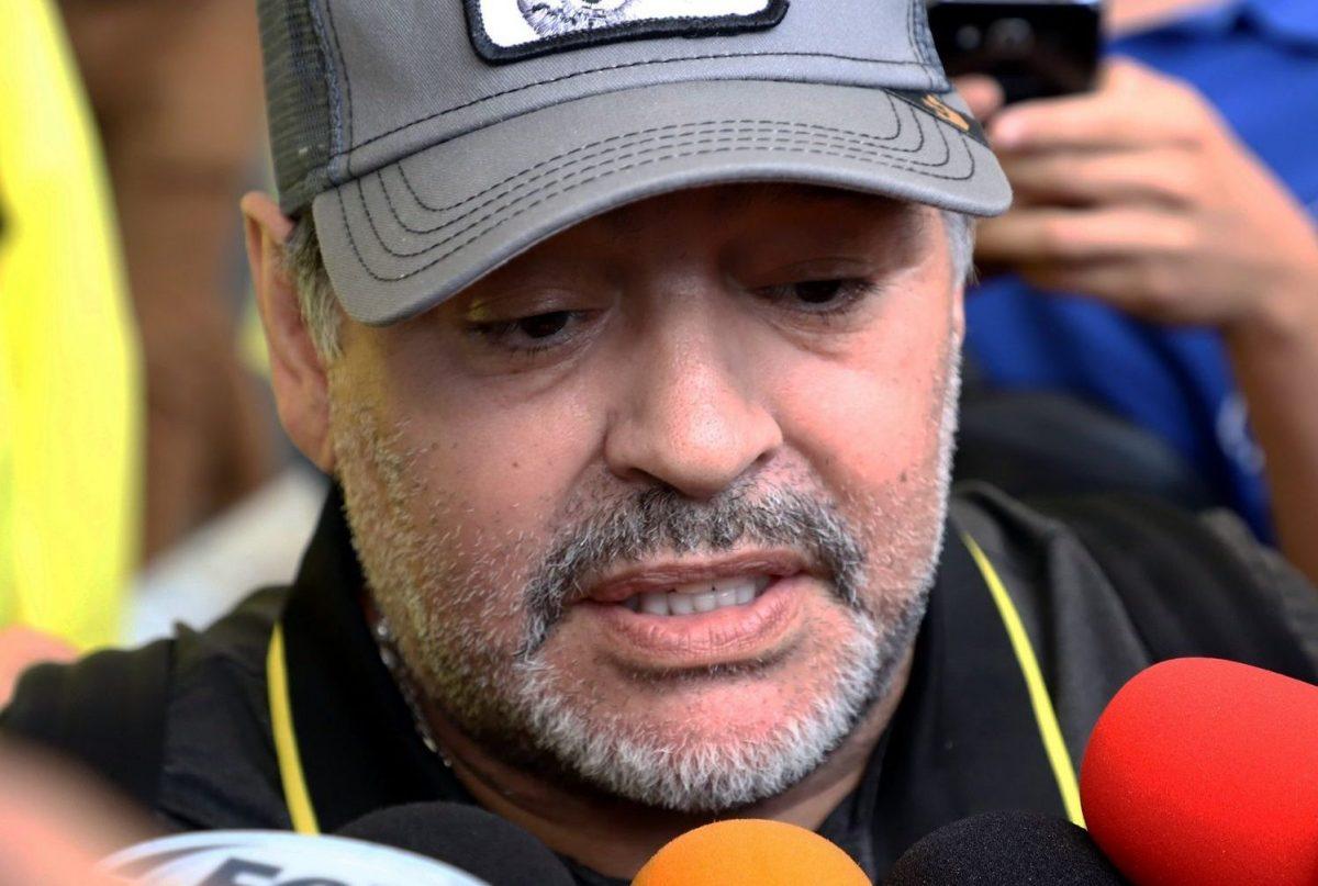 Diego Armando Maradona sigue tirándole a la albiceleste.