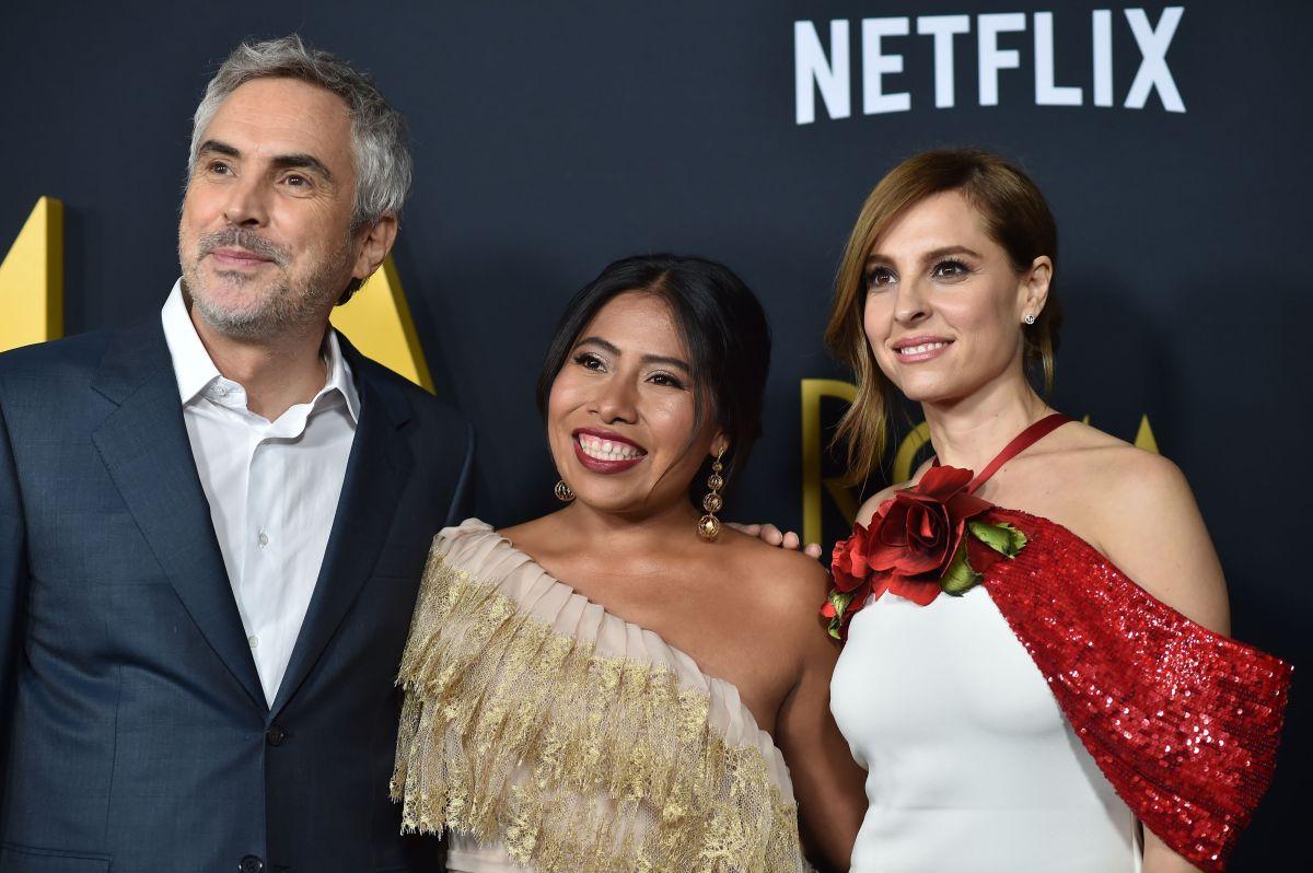 El director mexicano Alfonso Cuarón junto a las actrices de 'Roma' Yalitza Aparicio y Marina de Tavira