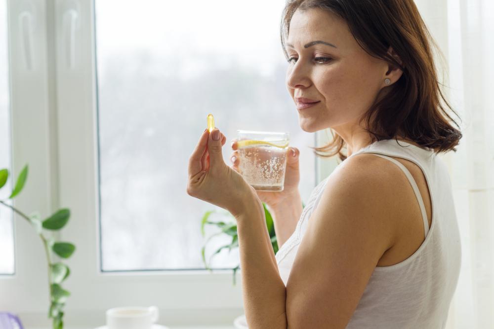 3 vitaminas y minerales que necesitas consumir durante la menopausia para fortalecer tu salud