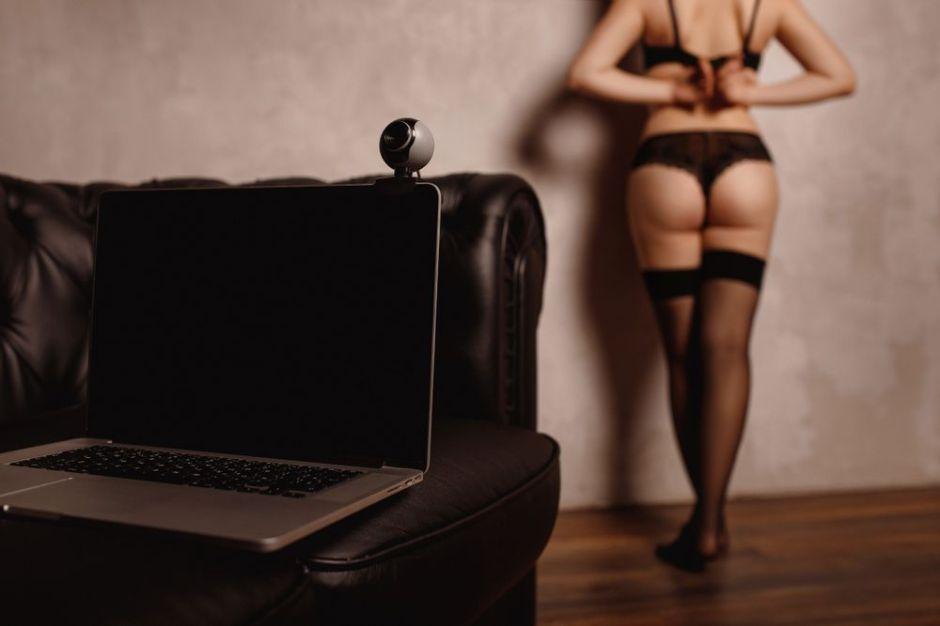 YouTuber adicta al sexo a cambio de dinero se pasa al celibato