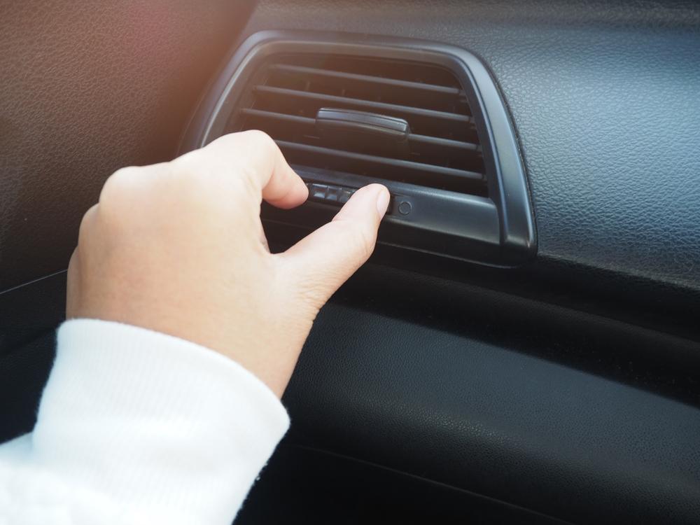 ¿Cuál es la temperatura ideal que debe tener el aire acondicionado en los autos?