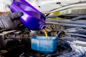 ¿Qué significan las siglas en el aceite de motor?