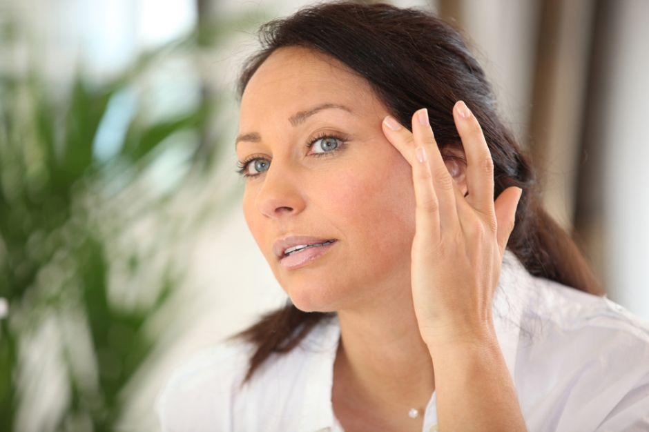 Cómo mantener tu piel joven y radiante después de los 40? | La Opinión