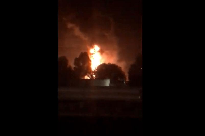 Explosión en toma clandestina de gasolina en México.