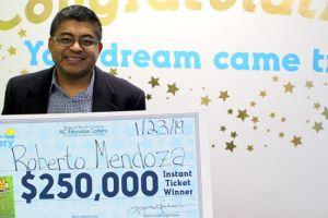 Latino, migrante y ex cocinero de Trump y Obama gana la lotería y ésto hace con el dinero