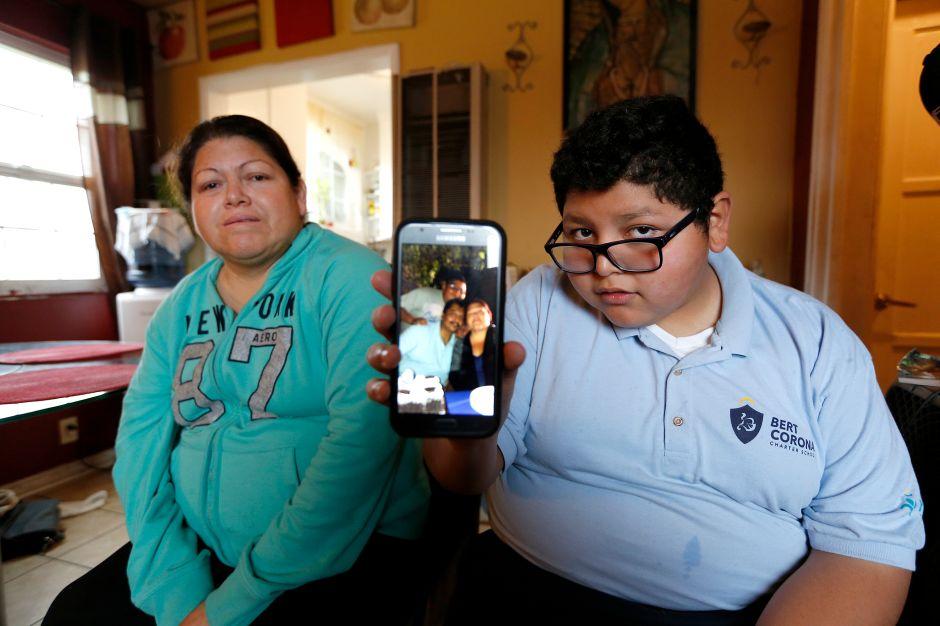 ICE arresta a inmigrante frente a su hijo autista