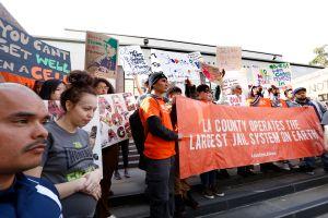 Supervisores del condado de Los Ángeles rechazan cárcel de mujeres en Mira Loma