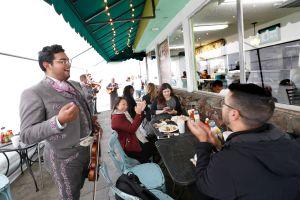 El primer Mariachi LGBT de LA está de aniversario