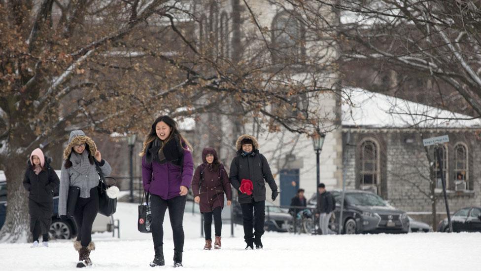 La ventaja de Canadá frente a EEUU y Reino Unido para atraer a cada vez más estudiantes extranjeros