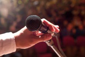 ¿Te da miedo hablar en público? Estas apps te pueden ayudar a hacer presentaciones como en una charla TED