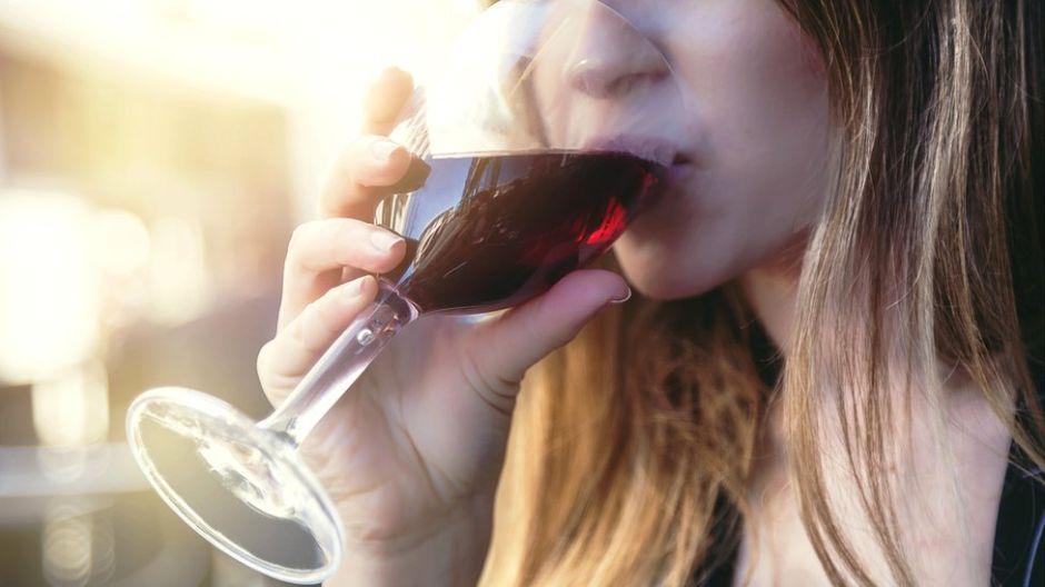 Una copa de vino al día ¿Es un hábito saludable?