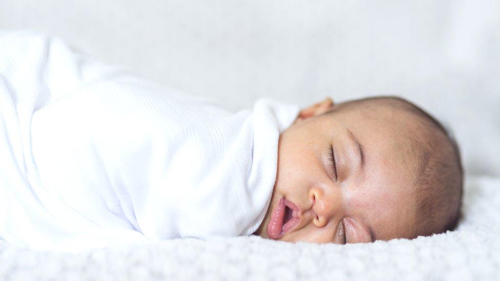 """Qué es """"respirar como un bebé"""" y por qué puede ser beneficioso para nuestra salud"""