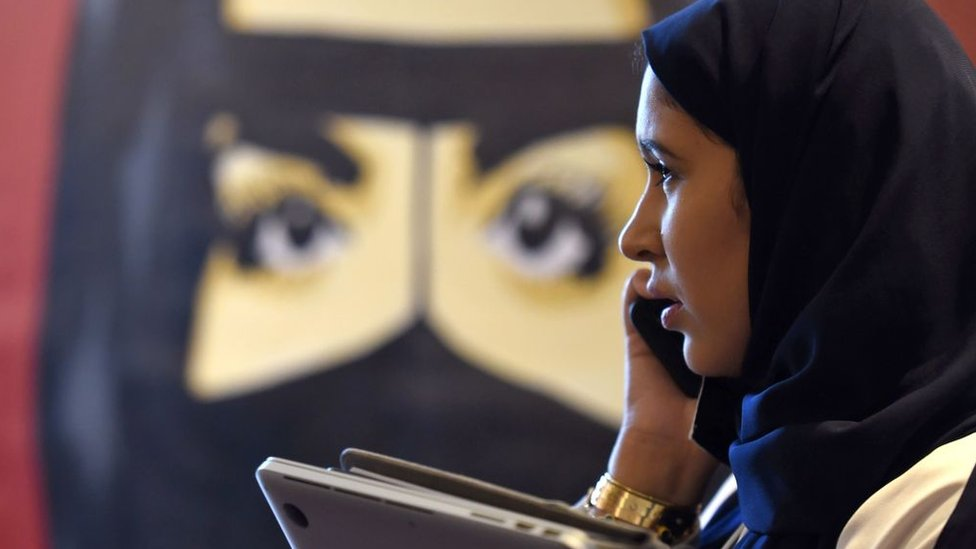 Absher, la polémica app de Arabia Saudita para controlar a las mujeres que es investigada por Apple
