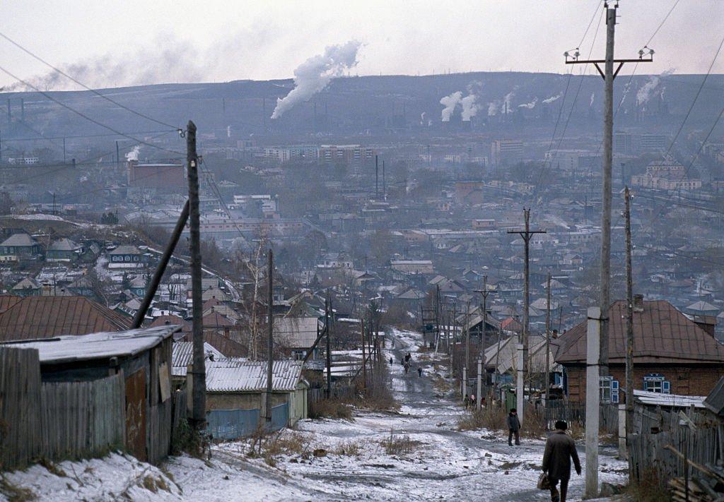 Qué es la extraña nieve negra que está cubriendo algunos paisajes de Siberia