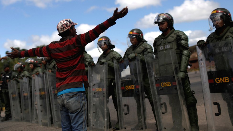 Crisis en Venezuela:  informan de 2 muertos y varios heridos por choque entre militares e indígenas  cerca de la frontera con Brasil