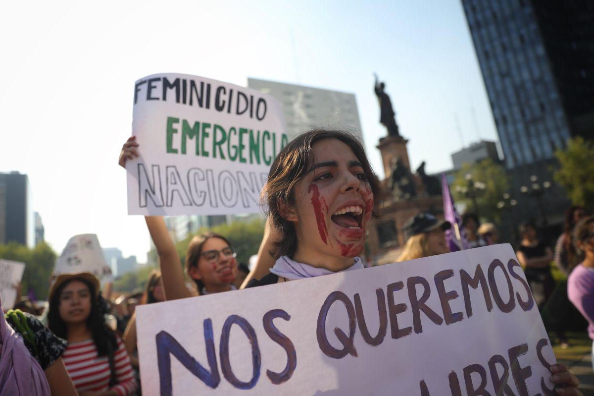Miles de mujeres reclaman un alto a los crímenes contra ellas en Ciudad de México.