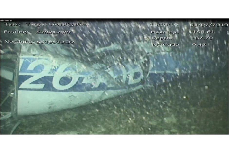 Hallan un cuerpo entre los restos del avión en el que volaba Emiliano Sala