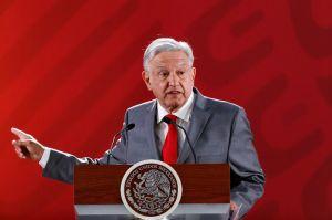 """López Obrador acusa a funcionarios de """"destruir"""" la Comisión Federal de Electricidad"""