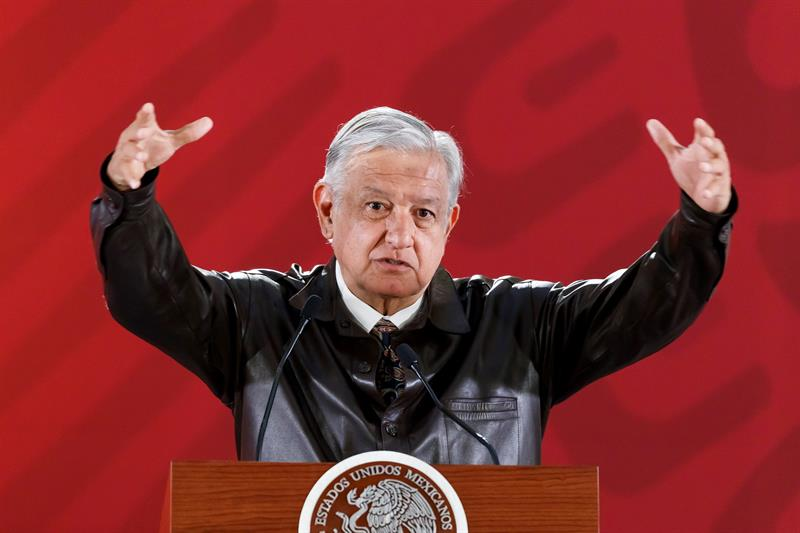 "López Obrador felicita a Alfonso Cuarón por los Oscars, sin haber visto aún ""Roma"""