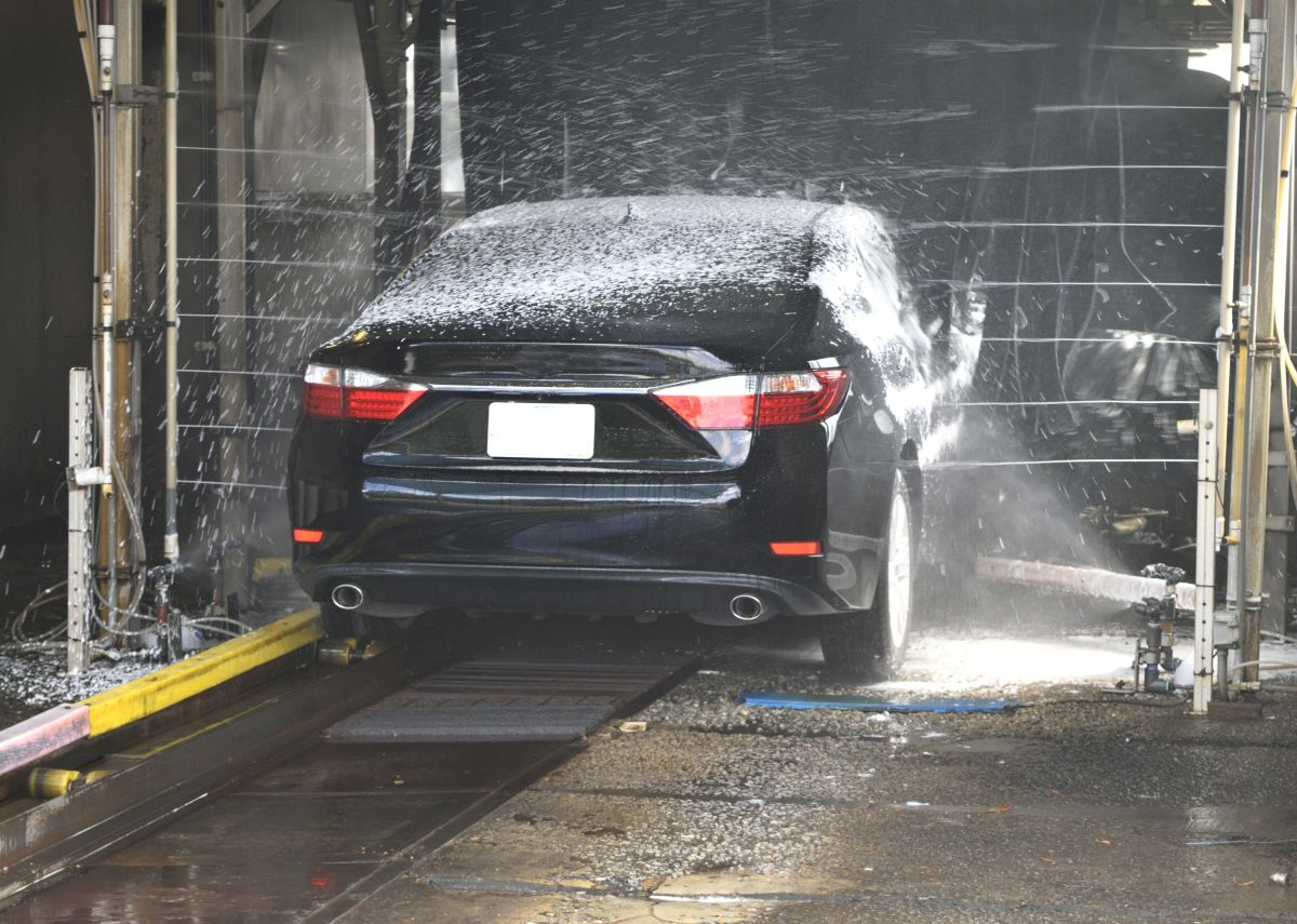Por qué debes lavar tu auto aunque vaya a volver a llover o nevar