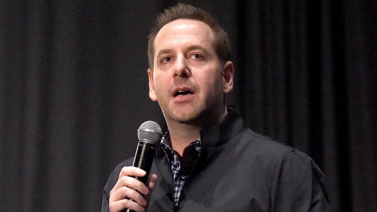 Adam Bonnett tiene la encomienda de convertir a los juguetes de Mattel en estrellas de televisión.