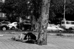 Ley en California permitiría a estudiantes universitarios sin hogar dormir en sus autos en estacionamiento de sus campus