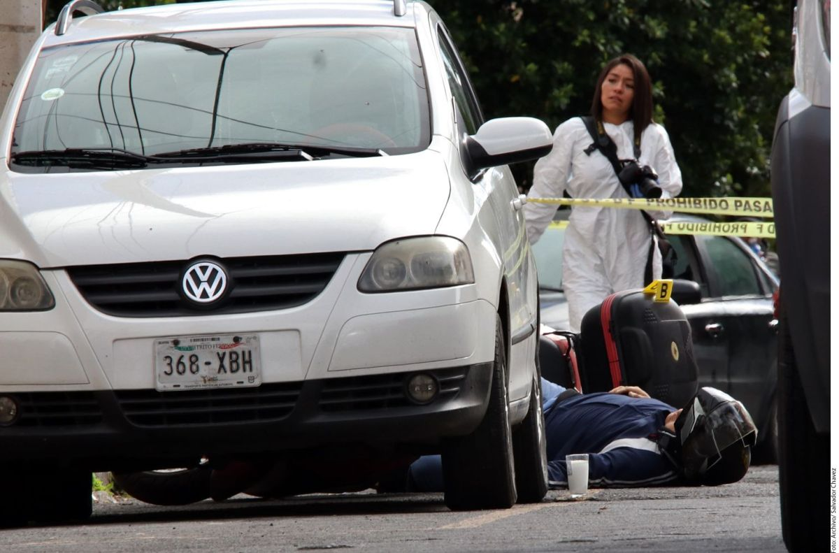 VIDEOS: Balacera en mercado de autos de México deja cinco muertos