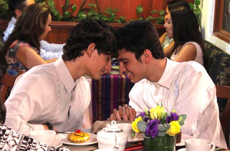 Así fue el beso gay de los Aristemo en el capítulo final de 'Mi marido tiene más familia'