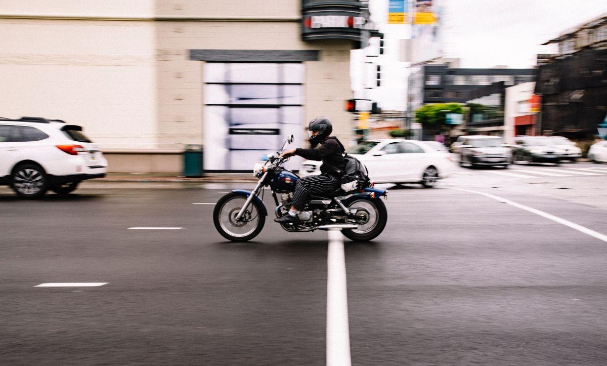 Motociclistas en Texas ya no podrán manejar sin casco, pero sólo si se pasa esta ley