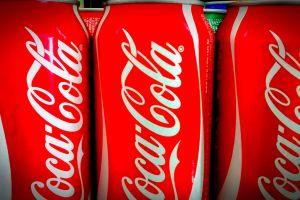Coca Cola se desploma en la bolsa, ¿dejó de ser la chispa de la vida?