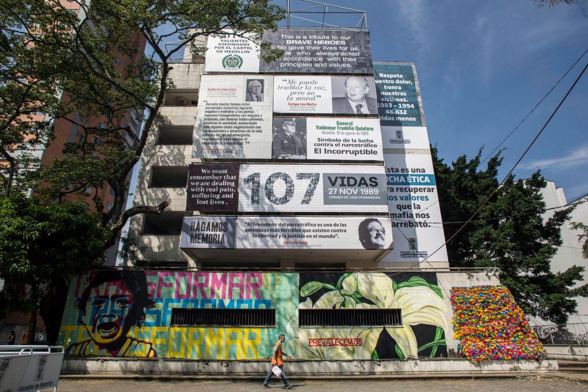 Imágenes en contra del narcotráfico fueron ubicadas en el edificio Mónaco el cual se demolerá el 22 de febrero en Medellín.