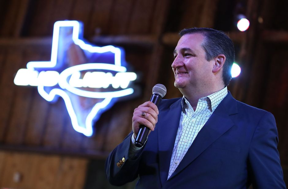 Senador Ted Cruz bloquea legislación para ofrecer a más de 600,000 inmigrantes vía a la ciudadanía