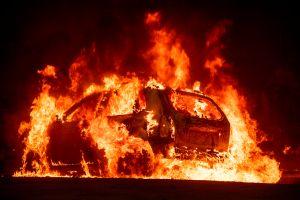 Colección de autos noventeros es destruida en pleno set de filmación de HBO