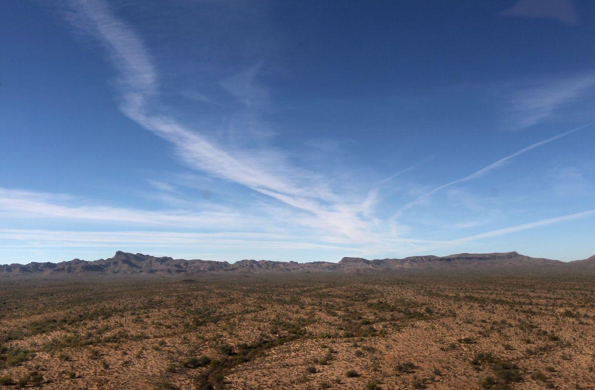 """""""Desert X"""" sintetiza en inglés la frase """"Exhibición en el desierto""""."""