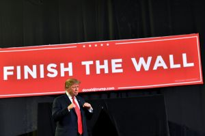 A la firma de Trump: Congreso aprueba un presupuesto con 55 millas del muro