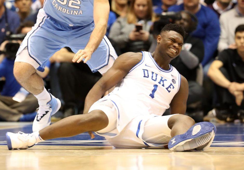 Estrella del basquetbol colegial se lesiona por la rotura de un tenis y Nike anuncia investigación