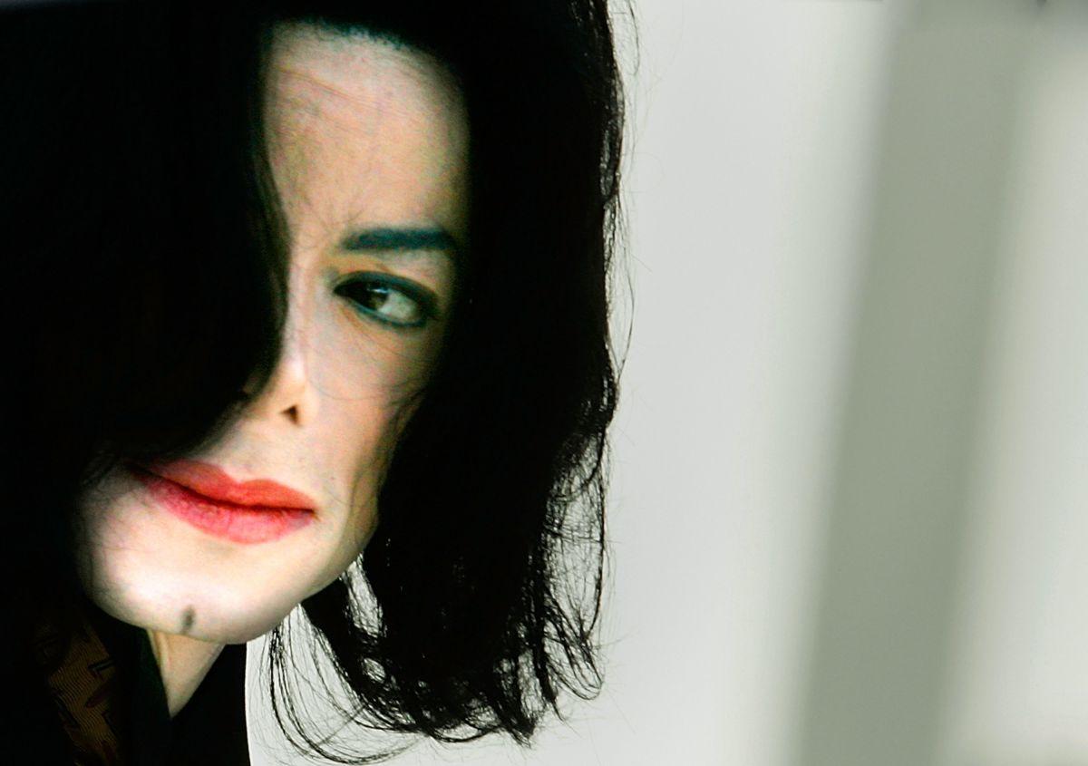 El lado siniestro de Michael Jackson y su decoración con imágenes de bebés desnudos