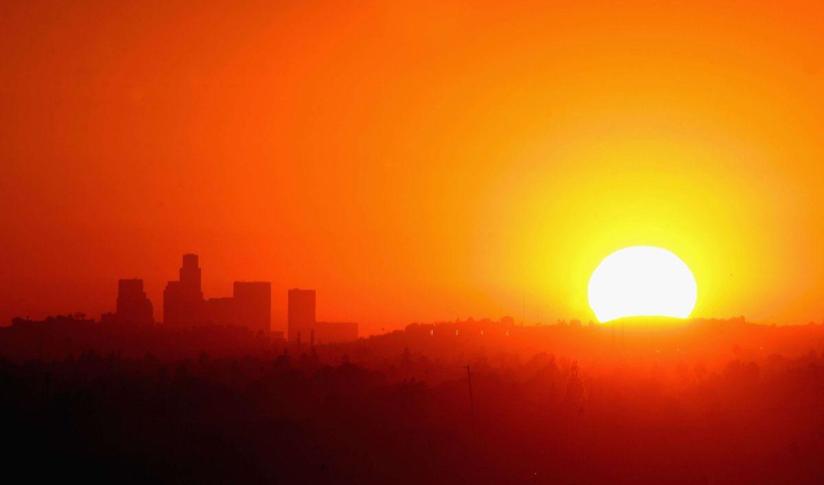 Primera oleada de calor llega con alerta de incendios en el Sur de California