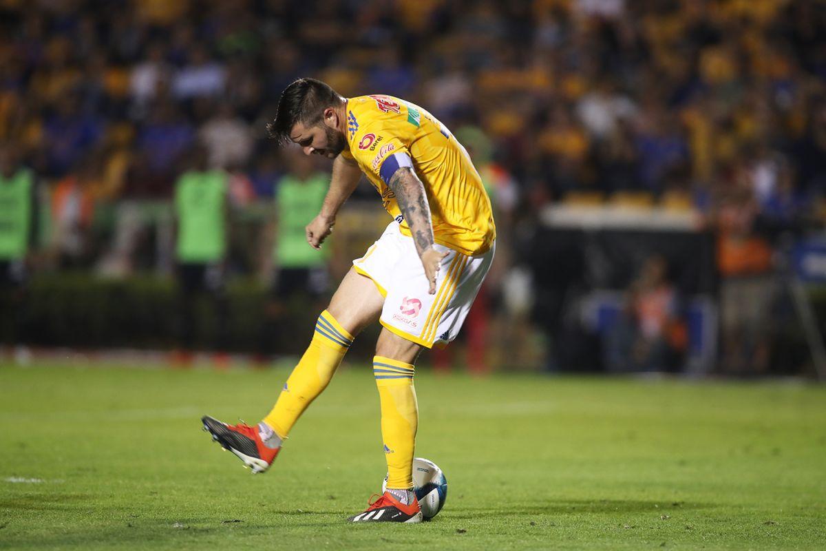 """Video: El golazo de """"taquito"""" de Gignac en el sufrido triunfo de Tigres"""